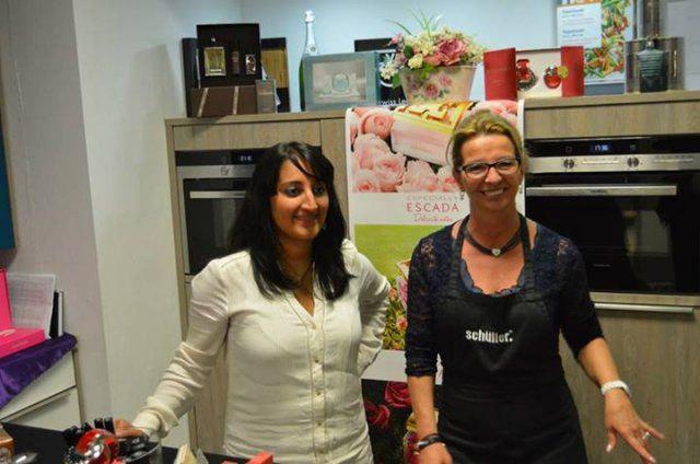 Küchenaustellerinnen beim Eventshopping von DOCHOWs Küchen mit Geschmack in Berlin