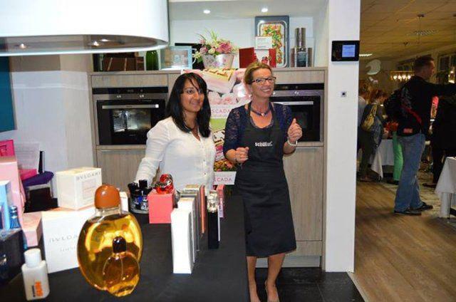 Parfüm beim Eventshopping von DOCHOWs Küchen mit Geschmack in Berlin