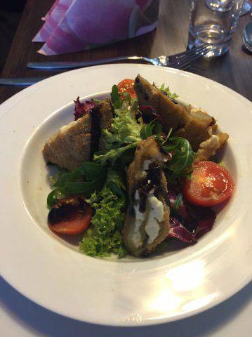 Salat mit Maultaschen gekocht beim Kochevent von DOCHOWs Küchen mit Geschmack in Berlin