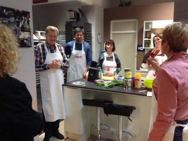 Teilnehmer beim Kochevent Herbstküche bei DOCHOWs Küchen mit Geschmack in Berlin