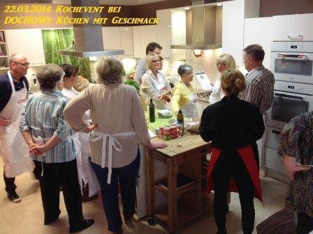 Teilnehmergruppe beim Kochevent im März bei DOCHOWs Küchen mit Geschmack in Berlin