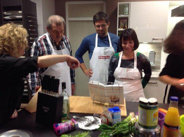 Teilnehmergruppe beim Kochevent Herbstküche bei DOCHOWs Küchen mit Geschmack in Berlin