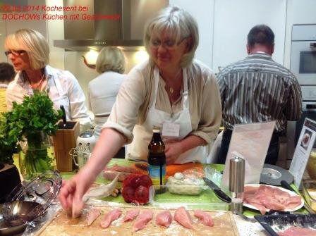 Teilnehmerin beim Kochevent im März bei DOCHOWs Küchen mit Geschmack in Berlin